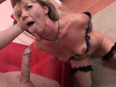 Bitch Zlata Has Oral Sex With Hung Older Guy