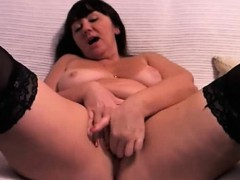 Curvy Webcam Girl Fingers Her Pussy