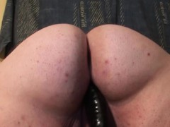 Mature BBW cunt fucked with huge dildo
