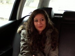 Babe without money fucks in taxi