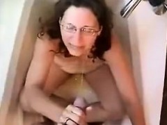 Mature woman offers a blowjob