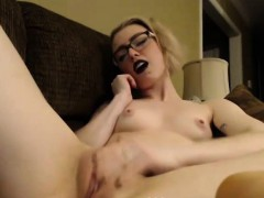 Lovely emo camgirl masturbates and shows her pussy on webcam