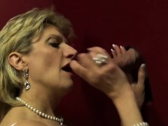 Unfaithful uk mature lady sonia reveals her gigantic knocker