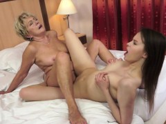 Curvy Teen Pussylicked By Glamcore Granny