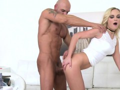 Muscled amateur guy bangs blonde female agent