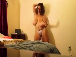 bouncing natural saggy tits for dance