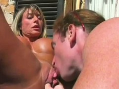 Hot Female Bodybuilder Foreplayed