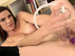 Stockinged babe pumps her wet juice pussy