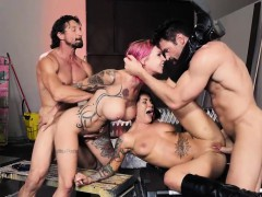 Rider babes Anna Bell n Felicity 4way in abandoned clubhouse