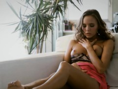Curvy babe finger fucks her sweet pussy until she cums